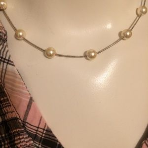 Jewelry - Dainty pearl necklace with silver stretch thread